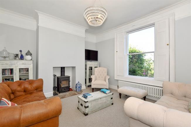 £1,650 per Calendar Month, 2 Bedroom Terraced House To Rent in Bath, BA2