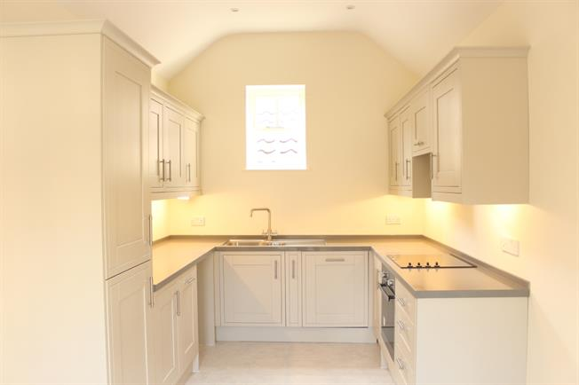 £2,100 per Calendar Month, 4 Bedroom Mews House To Rent in Bath, BA1