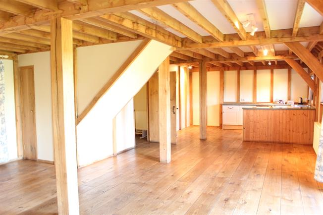 £1,200 per Calendar Month, 2 Bedroom Detached House To Rent in Frome, BA11