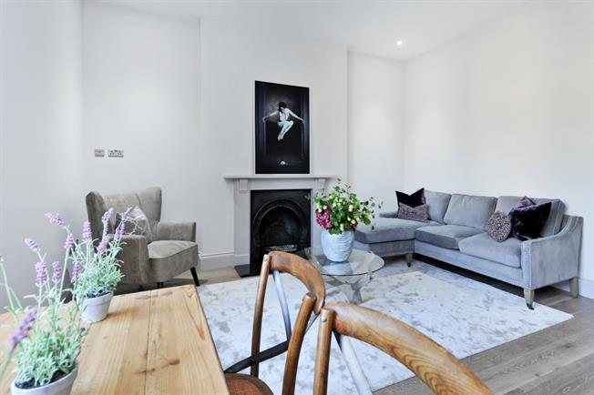 £1,750 per Calendar Month, 3 Bedroom Apartment To Rent in Bristol, BS8