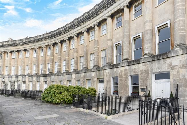 £1,995 per Calendar Month, 2 Bedroom Apartment To Rent in Bath, BA1