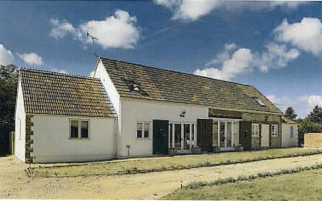 £1,150 per Calendar Month, 2 Bedroom Cottage House To Rent in Trowbridge, BA14