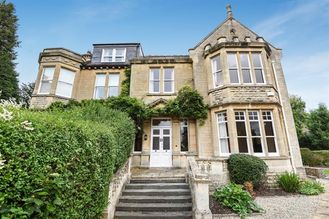 £2,500 per Calendar Month, 4 Bedroom Semi Detached House To Rent in Bath, BA1