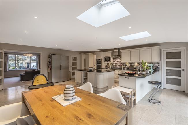 £2,995 per Calendar Month, 5 Bedroom Detached House To Rent in Bath, BA1