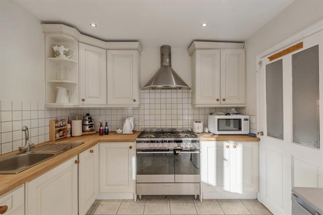 £1,000 per Calendar Month, 2 Bedroom Apartment To Rent in Bath, BA1