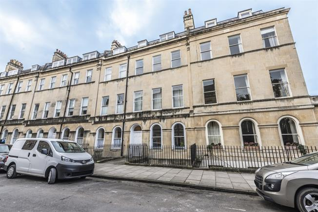 £1,150 per Calendar Month, 2 Bedroom Flat To Rent in Bath, BA2