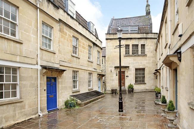£1,695 per Calendar Month, 3 Bedroom Maisonette To Rent in Bath, BA1