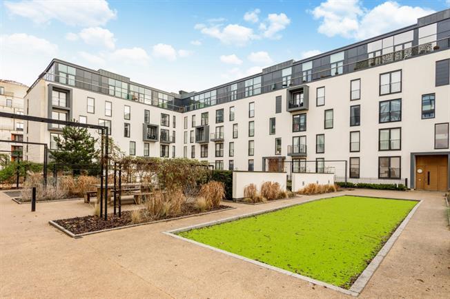 £1,695 per Calendar Month, 2 Bedroom Apartment To Rent in Bath, BA2