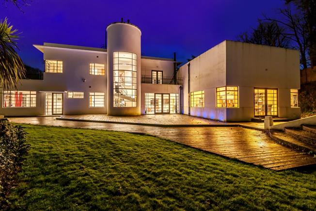 £4,750 per Calendar Month, 4 Bedroom Detached House To Rent in Bath, BA2