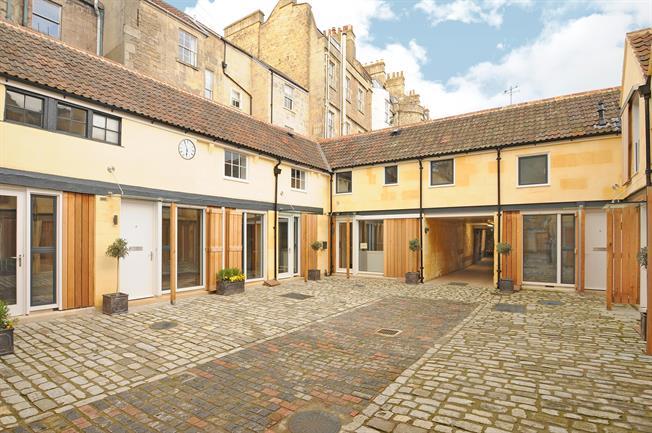 £1,650 per Calendar Month, 2 Bedroom Mews House To Rent in Bath, BA1
