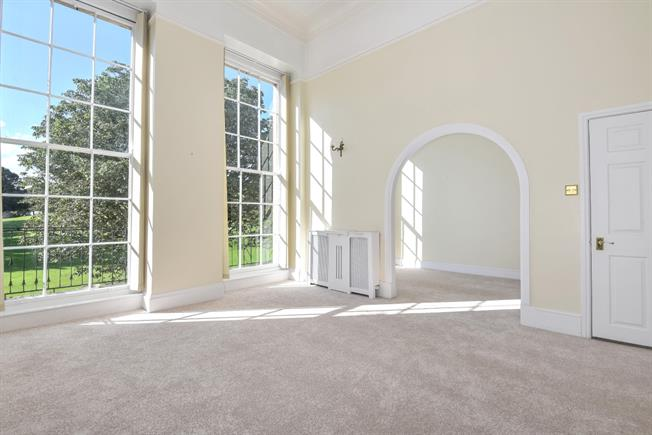 £1,750 per Calendar Month, 3 Bedroom Maisonette To Rent in Bath, BA1