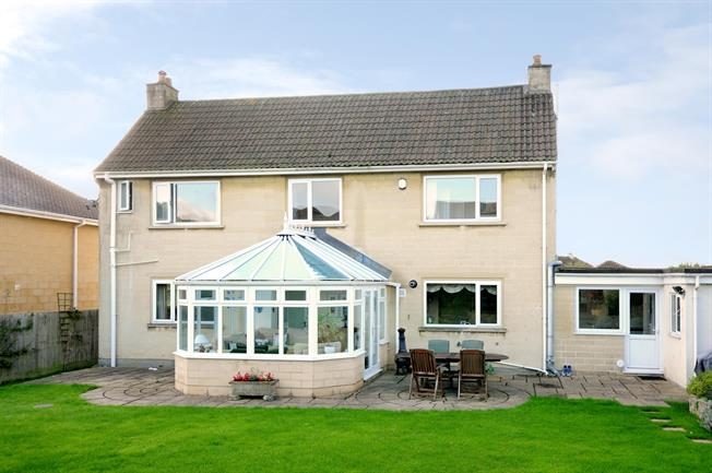 £1,995 per Calendar Month, 4 Bedroom Detached House To Rent in Bath, BA1