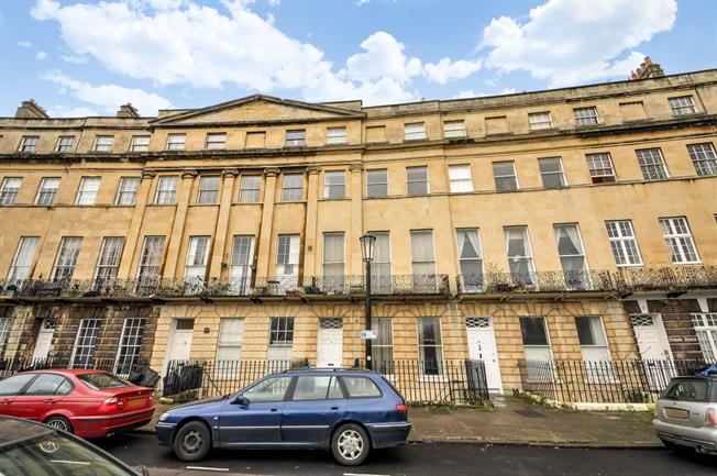 £1,195 per Calendar Month, 2 Bedroom Apartment To Rent in Bath, BA1