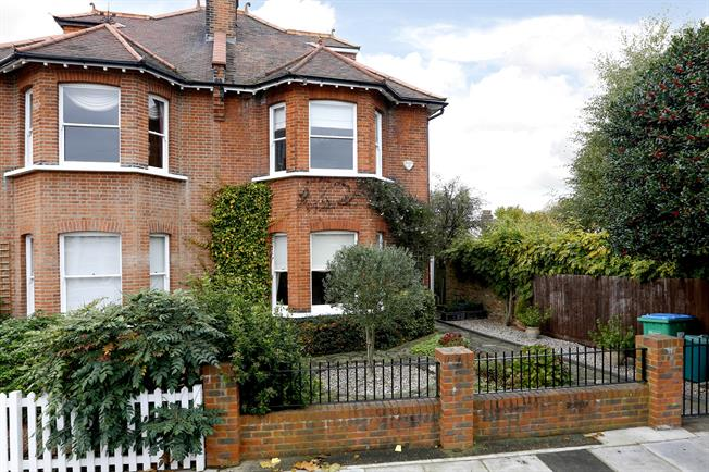£3,250 per Calendar Month, 5 Bedroom House To Rent in Hampton Hill, TW12