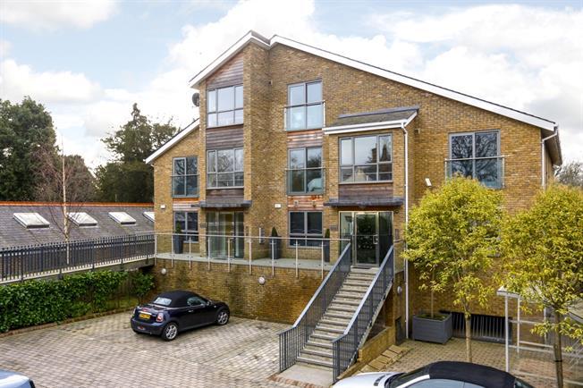 £1,895 per Calendar Month, 2 Bedroom Apartment To Rent in Hampton Court, Surrey, KT8