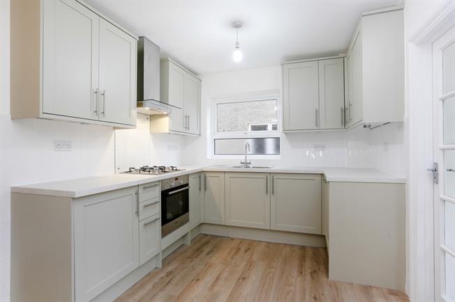 £2,750 per Calendar Month, 4 Bedroom Semi Detached House To Rent in Twickenham, TW1