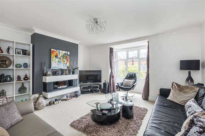 £1,600 per Calendar Month, 2 Bedroom Flat To Rent in Teddington, TW11