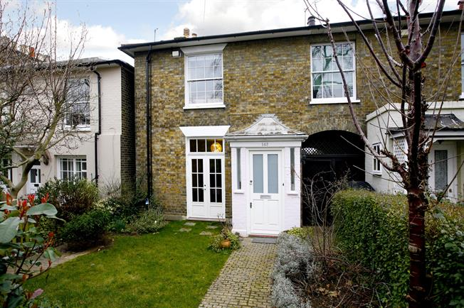 £3,250 per Calendar Month, 3 Bedroom Cottage House To Rent in Twickenham, TW1