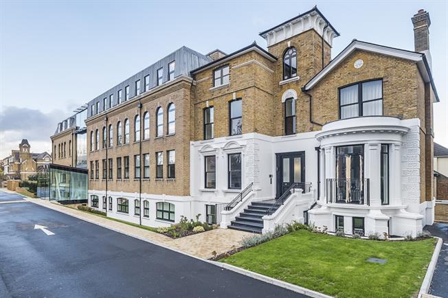 £1,495 per Calendar Month, 1 Bedroom Flat To Rent in Teddingtion, TW11