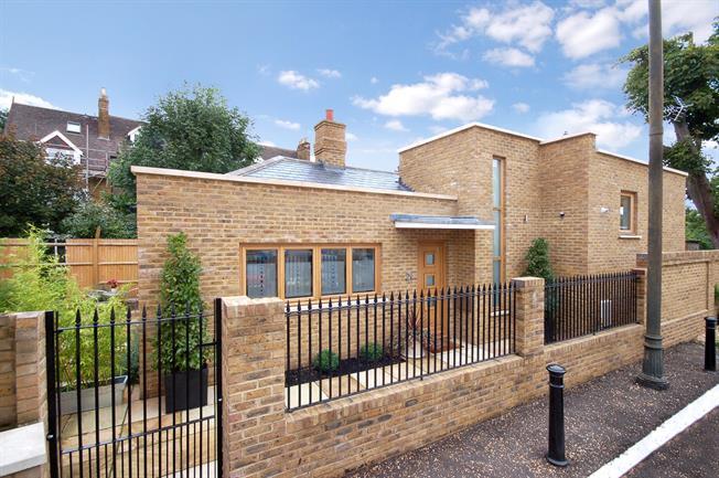 £3,500 per Calendar Month, 2 Bedroom Detached House To Rent in Teddington, TW11
