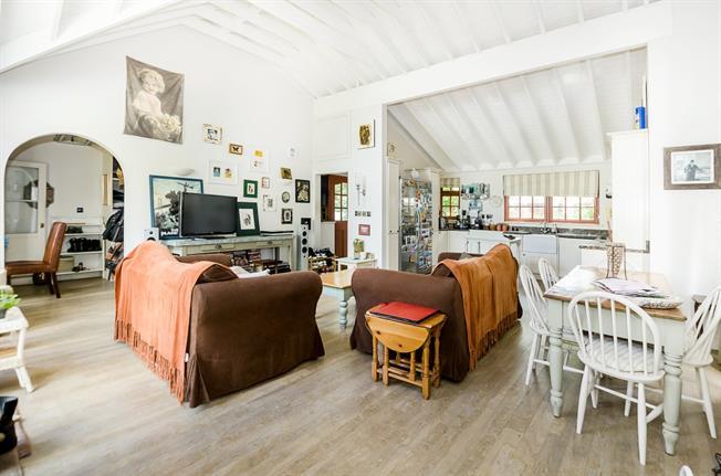 £3,900  per Calendar Month (Calculated), 2 Bedroom Bungalow To Rent in Twickenham, TW1