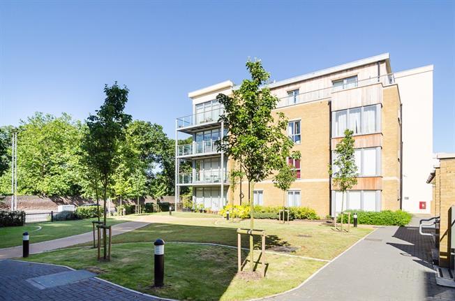 £1,325 per Calendar Month, 1 Bedroom Flat To Rent in Teddington, TW11