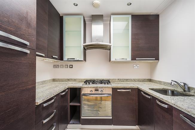 £1,450 per Calendar Month, 2 Bedroom Flat To Rent in Twickenham, TW1