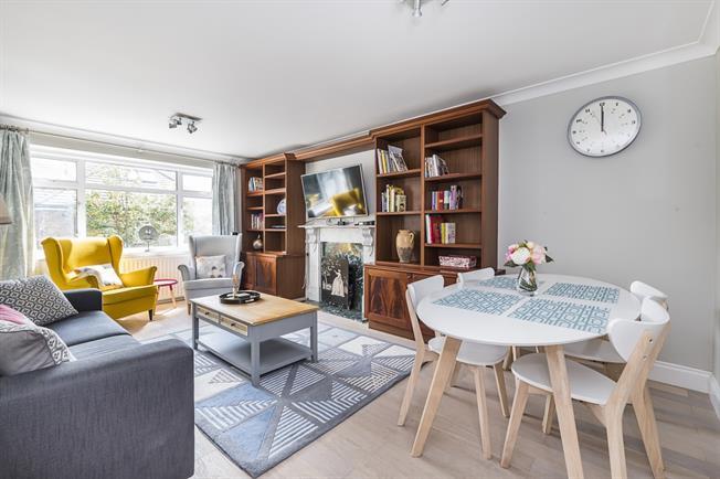 £3,466  per Calendar Month (Calculated), 3 Bedroom Flat To Rent in Hampton, TW12