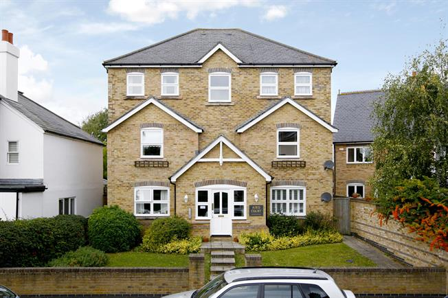 £1,250 per Calendar Month, 1 Bedroom Apartment To Rent in Hampton, TW12