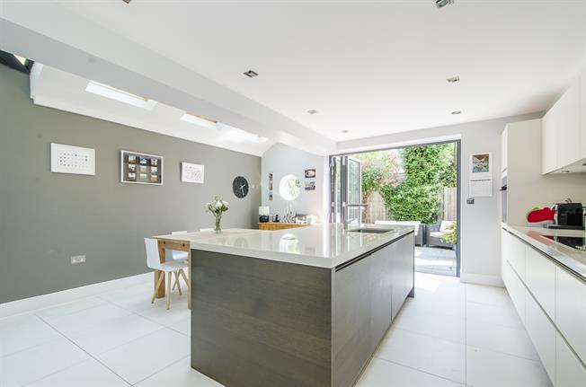£4,225  per Calendar Month (Calculated), 4 Bedroom Terraced House To Rent in London, SW11