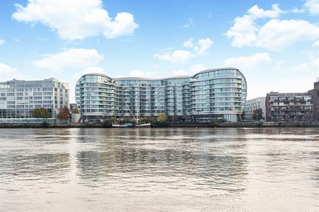 £2,700 per Calendar Month, 2 Bedroom Apartment To Rent in London, SW11