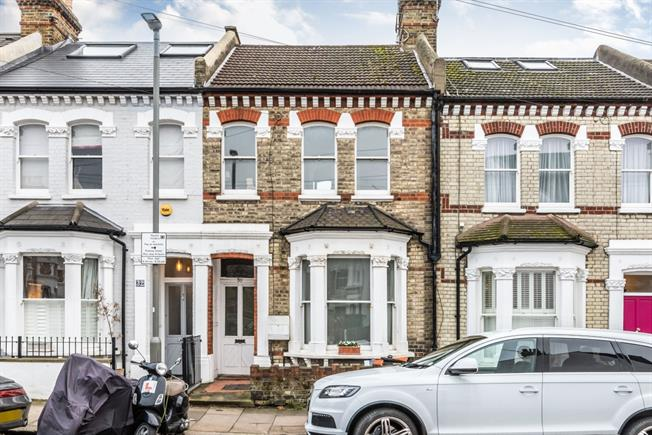 £2,747  per Calendar Month (Calculated), 3 Bedroom Terraced House To Rent in London, SW11