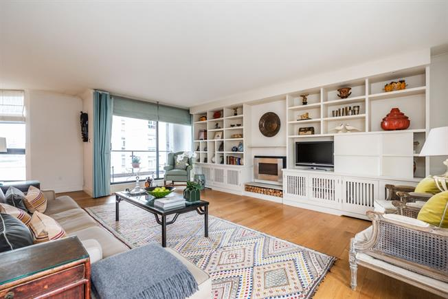 £5,500 per Calendar Month, 3 Bedroom Apartment To Rent in London, SW11