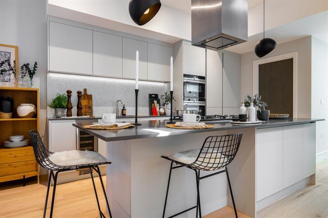 £4,500 per Calendar Month, 3 Bedroom Town House To Rent in Battersea, SW11