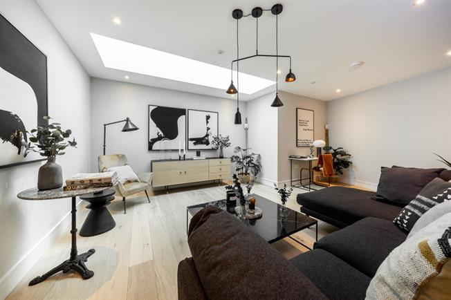 £4,330 per Calendar Month, 3 Bedroom Town House To Rent in London, SW11