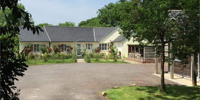 £2,600 per Calendar Month, 4 Bedroom Bungalow To Rent in Horsham, RH13