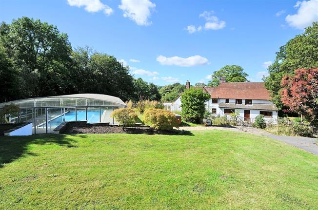 £2,950 per Calendar Month, 5 Bedroom House To Rent in West Chiltington, RH20