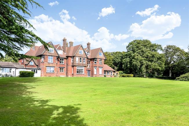 £1,025 per Calendar Month, 2 Bedroom Apartment To Rent in Horsham, RH12