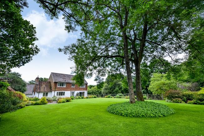 £3,000 per Calendar Month, 4 Bedroom House To Rent in Horsham, RH12