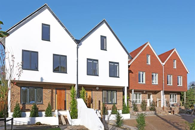 £2,250 per Calendar Month, 5 Bedroom Town House To Rent in Bramber, BN44