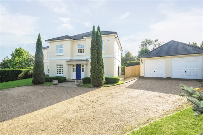 £3,000 per Calendar Month, 5 Bedroom Detached House To Rent in Horsham, RH12