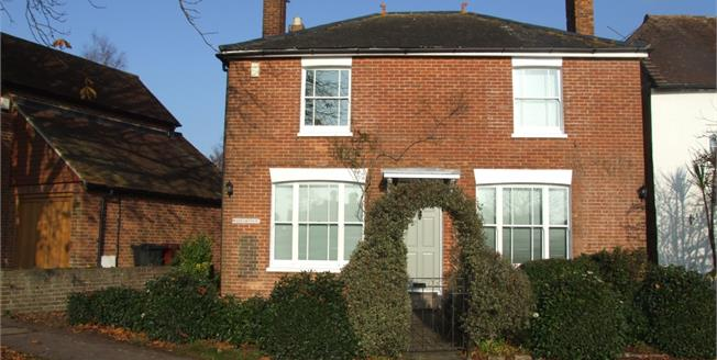 £2,195 per Calendar Month, 4 Bedroom Cottage House To Rent in Wisborough Green, RH14