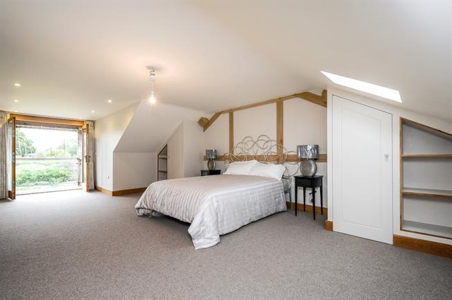 £5,200  per Calendar Month (Calculated), 3 Bedroom House To Rent in Horsham, RH13