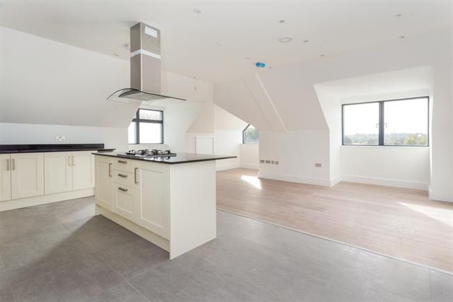 £1,450 per Calendar Month, 2 Bedroom Flat To Rent in Horsham, RH13
