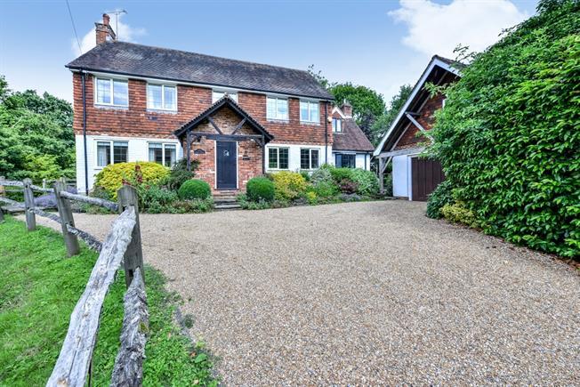 £3,300 per Calendar Month, 4 Bedroom House To Rent in Horsham, RH12