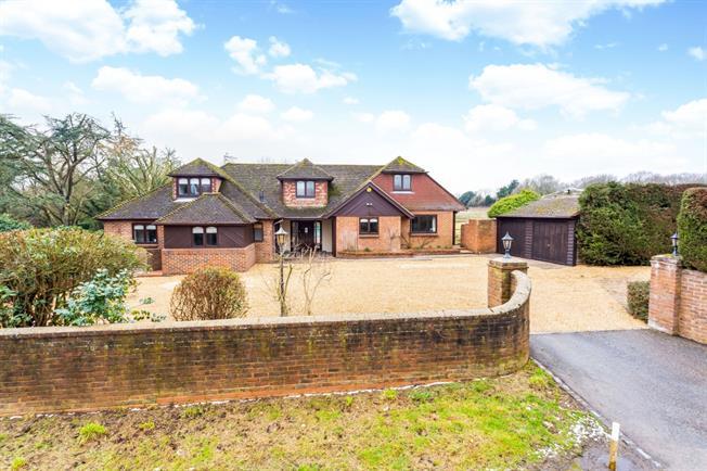 £3,500 per Calendar Month, 5 Bedroom Detached House To Rent in Henfield, BN5