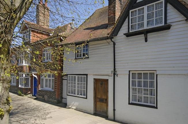 £1,250 per Calendar Month, 2 Bedroom Cottage House To Rent in Horsham, RH12