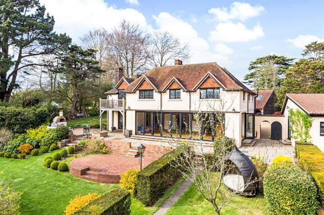 £8,666  per Calendar Month (Calculated), 7 Bedroom Detached House To Rent in Henfield, BN5