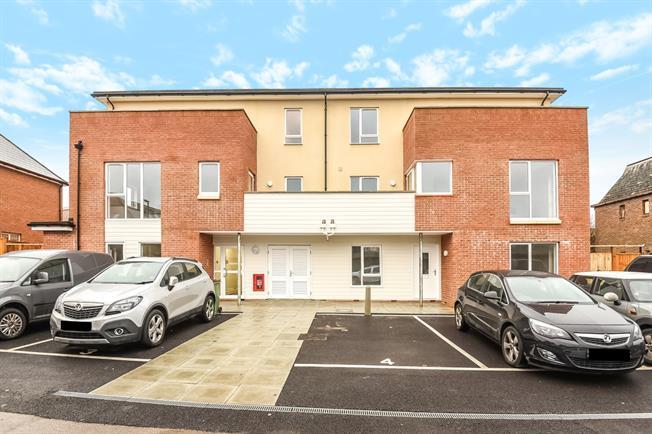 £1,050 per Calendar Month, 2 Bedroom Apartment To Rent in Horsham, RH13