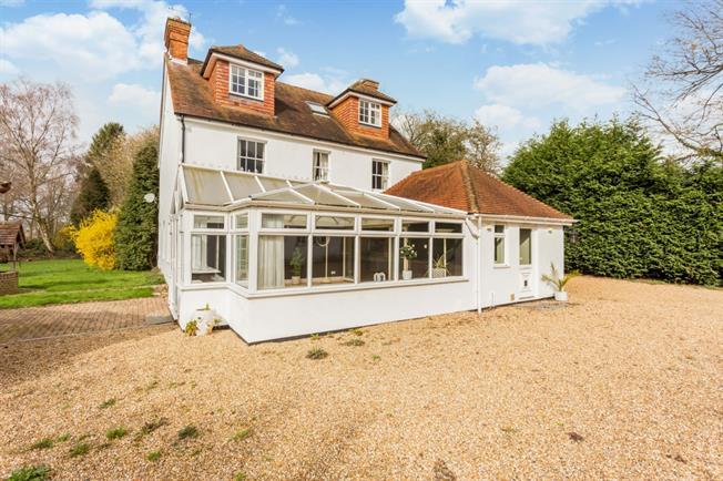 £3,200 per Calendar Month, 5 Bedroom Detached House To Rent in Horsham, RH12